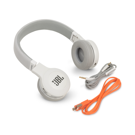 JBL E45BT - White - Wireless on-ear headphones - Detailshot 4